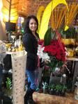 Bettina Krautmann die Blumenfee mit Rosenstrauß